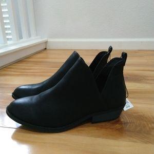 Universal Thread black booties size 11W